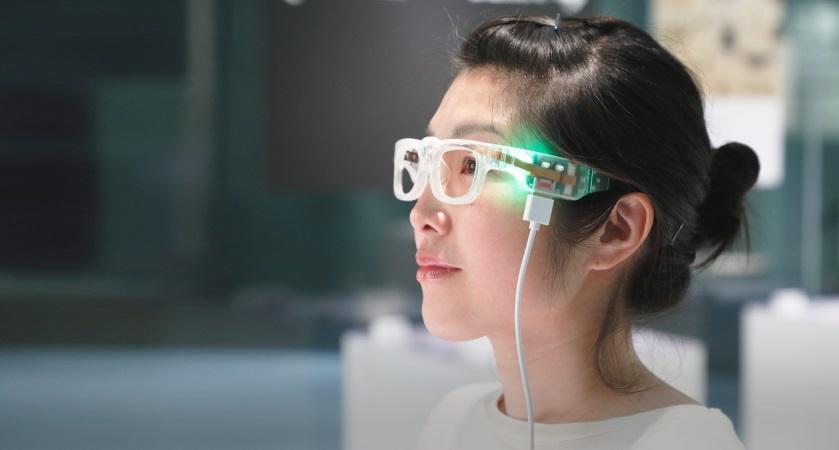 視覚障がい者のパーソナルな作品鑑賞を支援するOTON GLASSの開発と運用